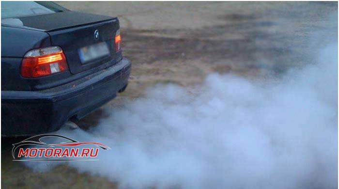 Белый дым из выхлопной трубы - Причины и последствия
